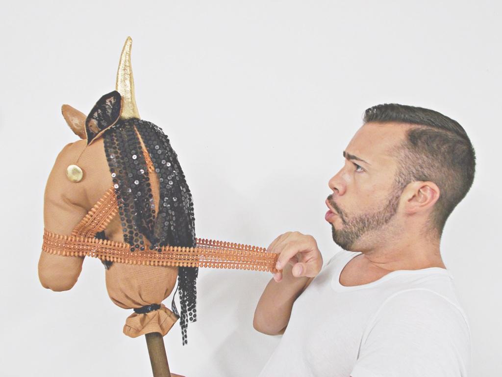 FOTO BLOG-DIY-BLOGERSANDO-Do It Yourself-manualidades-caballo-caballito de palo-caballo de trapo-costura-pasatiempos-juegos-entretenimiento-niños